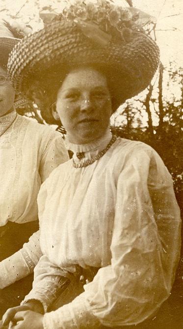 Grandma Letittia May Wood abt 1915 before her marriage to Ernie King.